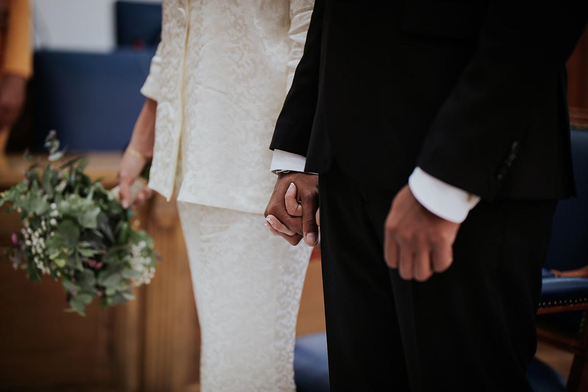 detalle manos boda