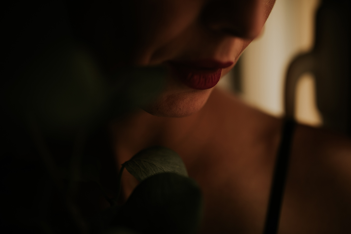 detalle labios mujer boudoir