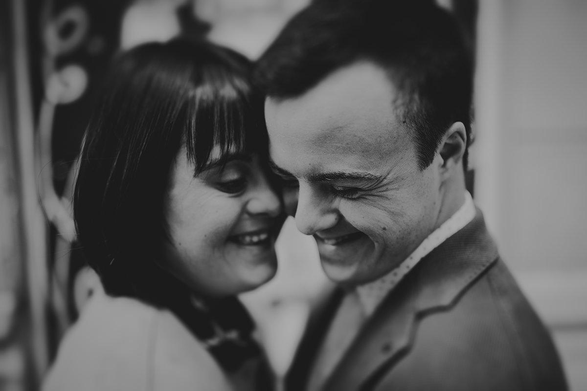 retrato pareja risas