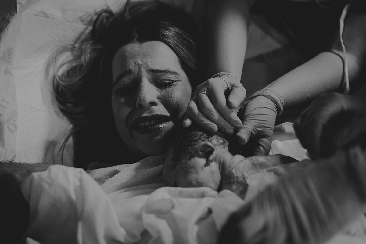 Fotografía parto bebé madre lágrimas