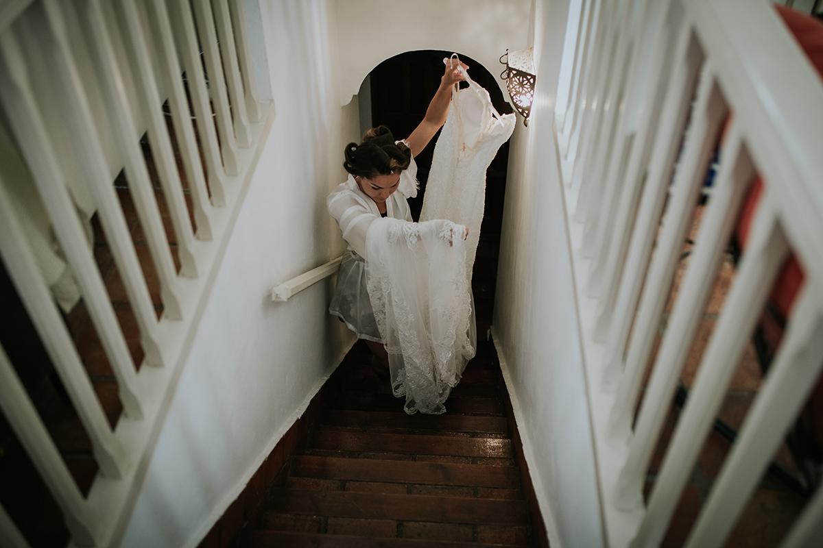 fotografía novia vestido escaleras
