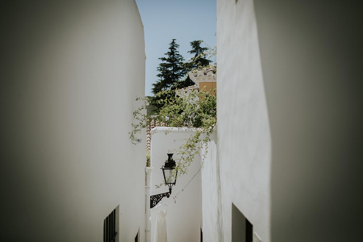 fotografía calles marbella vestido novia