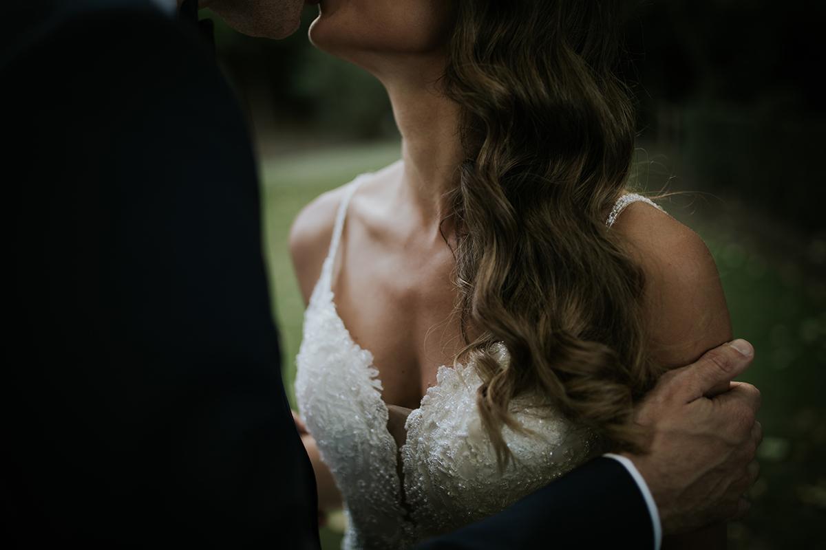 detalle vestido escote novia