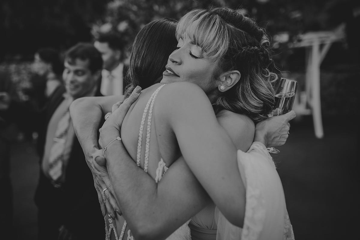 fotografía boda abrazo