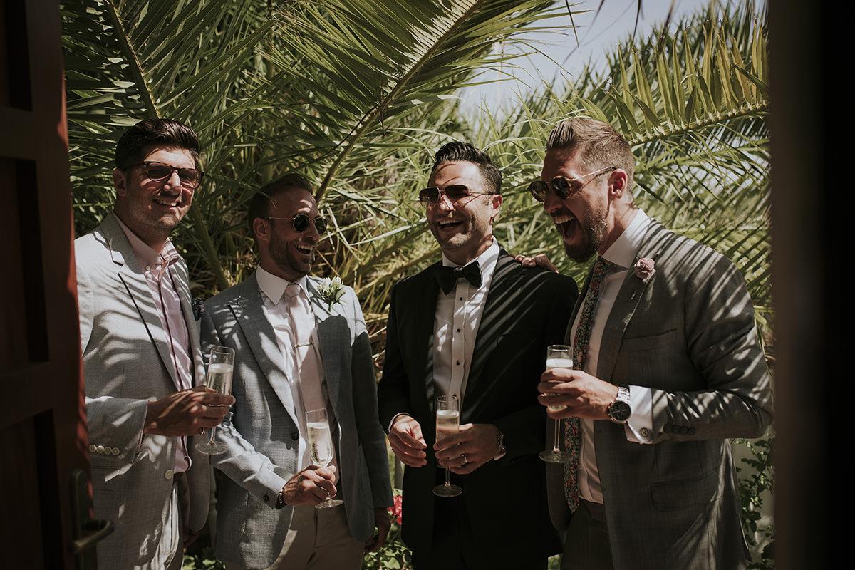 amigos novio boda