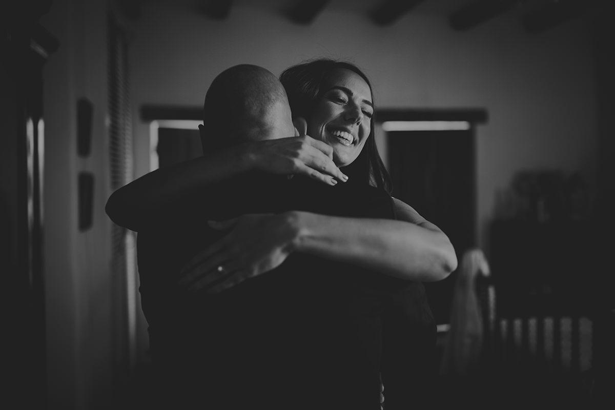 fotografía novia abrazo