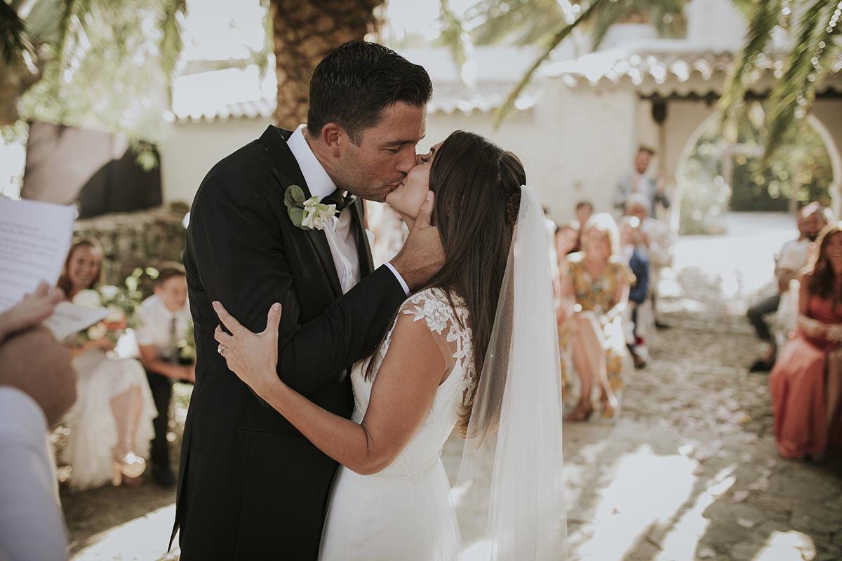fotografía beso ceremonia civil
