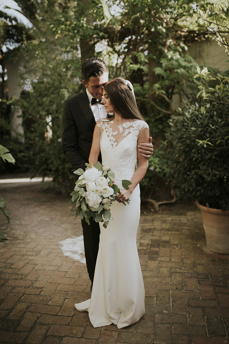 fotografía novios abrazo boda