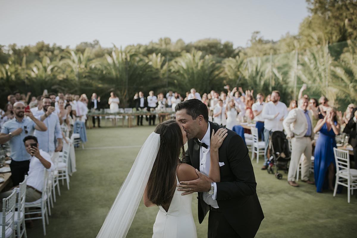 fotografía beso novios boda