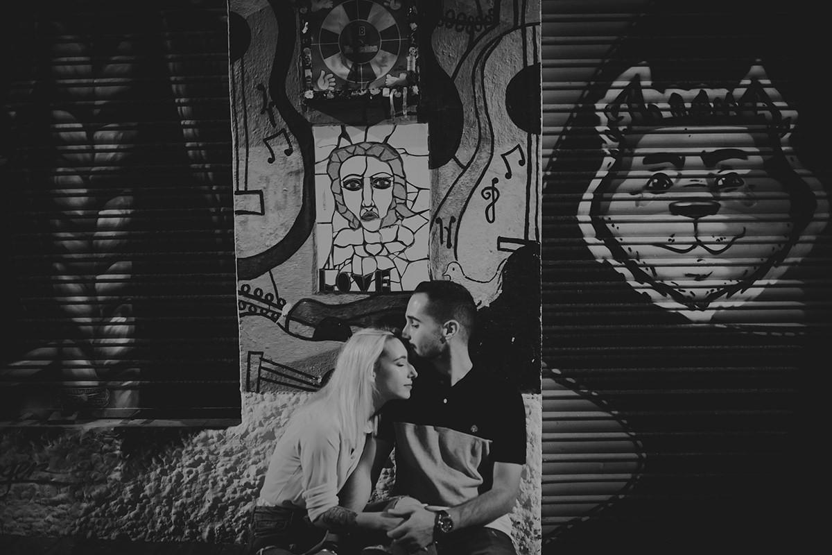 fotografía pareja beso calle